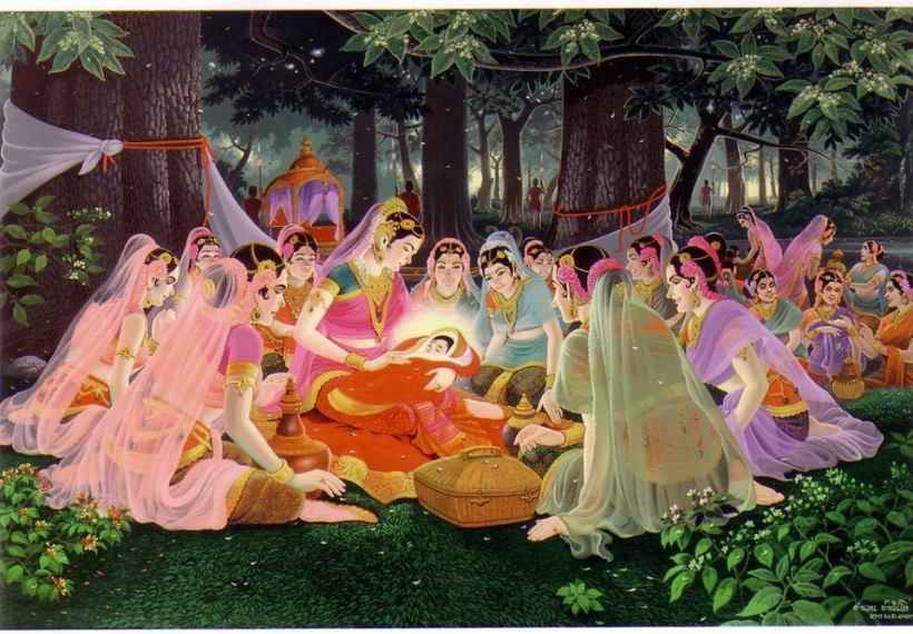 Tại vườn Lumbini, Hoàng hậu Mahāmāyā ngự đến một cây Sālā có thân to, đầy hoa đang nở rộ. Khi đứng đưa cánh tay phải lên, thì cành cây tự nhiên sà xuống, bà đưa tay nắm lấy cành cây với tư thế dáng đứng rất đẹp và rất vững vàng. Liền lúc ấy, hoàng hậu trở dạ, các cung nữ lập tức che màn xung quanh nơi đang đứng ; khi ấy, Đức Bồ-tát cao quý đản sinh ra đời khỏi lòng hoàng hậu Mahāmāyā một cách nhẹ nhàng, thảnh thơi với bàn chân phải bước xuống trước, ví như một vị pháp sư rời khỏi pháp tòa. Khi ấy, là vào ngày thứ sáu, ngày trăng tròn tháng Vesākha (nhằm ngày rằm tháng tư) năm 623 trước tây lịch, đúng mười tháng trụ thai trong lòng mẹ.